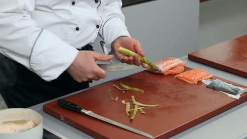 Запеченный лосось и салат с лососем в соусе понзу - фото №2