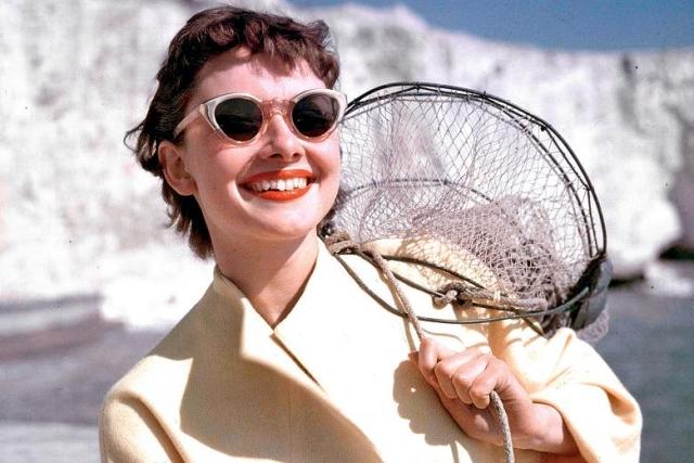 Модные солнцезащитные очки 2016 в белой оправе Одри Хепберн