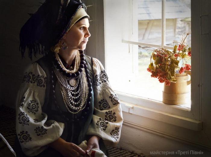 Красивые украинки: современные девушки и женщины в роскошных национальных костюмах - фото №2