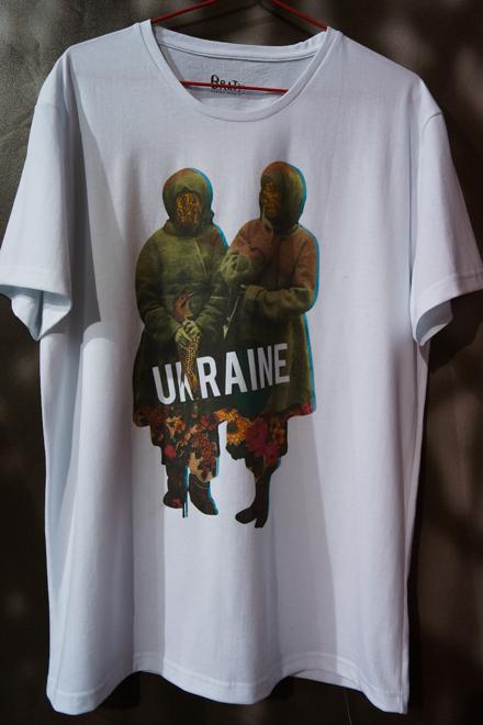 Модные находки недели 17-23 марта: патриотичные свитшоты - фото №7