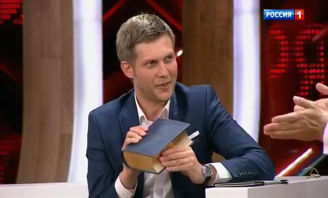"""Как это было: Малахов дебютировал на канале """"Россия 1"""", позвав в гости своего предшественника - фото №2"""