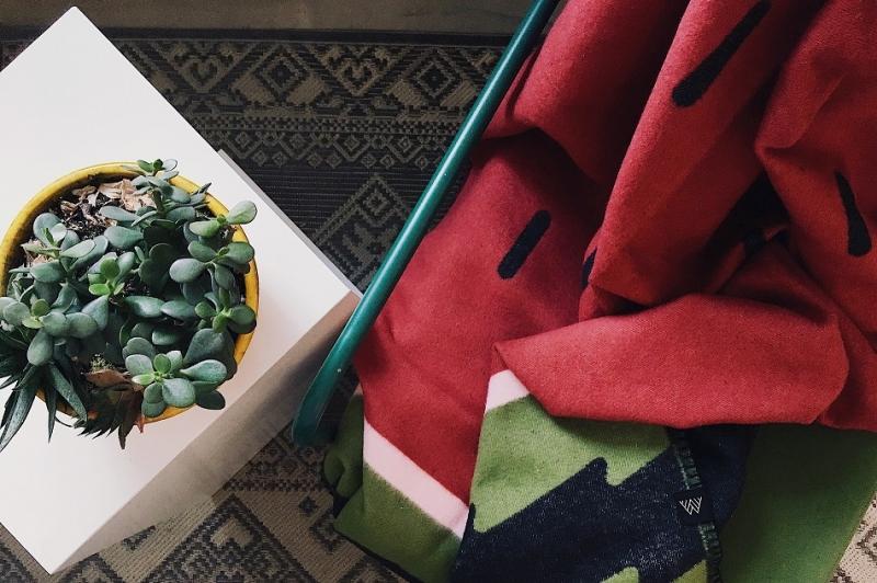 «Арбузный» красно-зеленый плед Slice из 100% коттона от бренда Woolkrafts