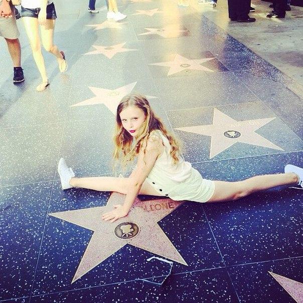 Как дочь Ольги Фреймут попала на Аллею славы, отдыхая с мамой в Лос-Анджелесе - фото №1