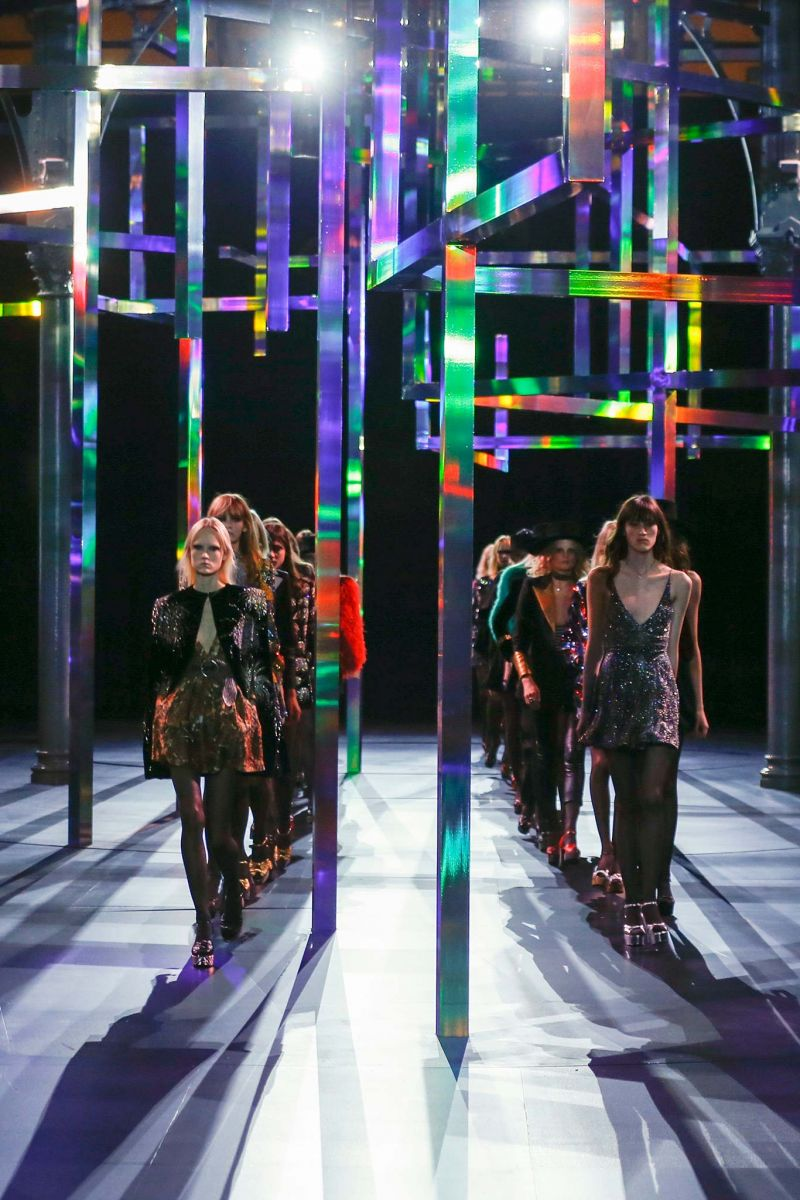 Неделя моды в Париже: Saint Laurent, весна-лето 2015 - фото №2