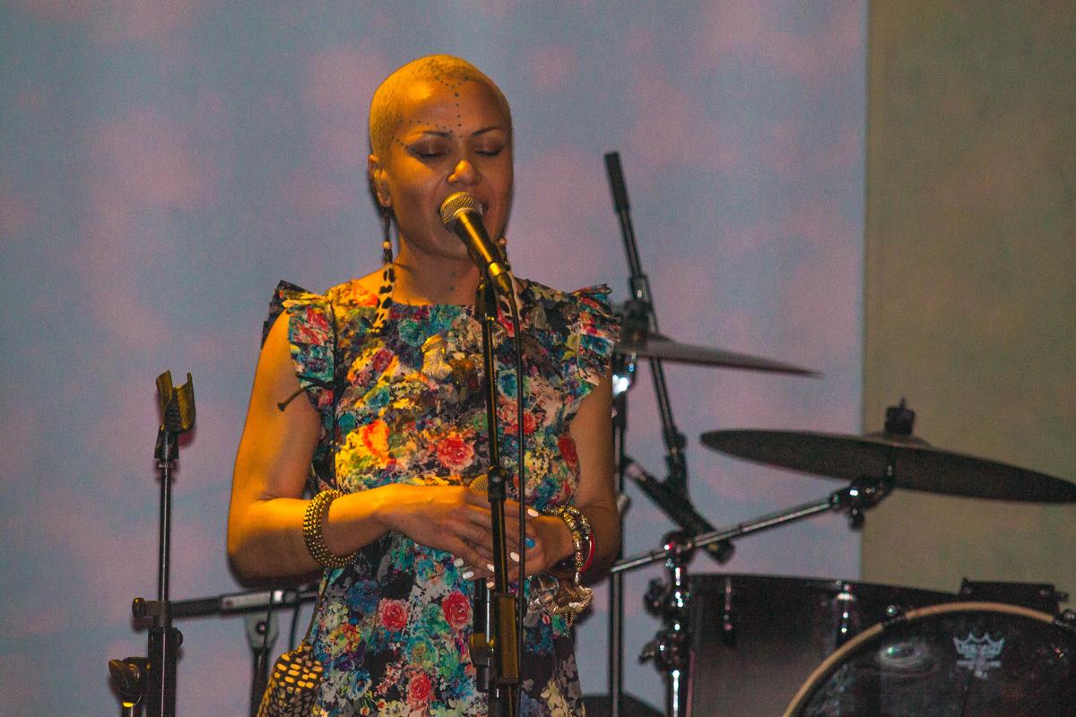 Новая жизнь Гайтаны: кардинальная смена имиджа и запись альбома в Лондоне - фото №1