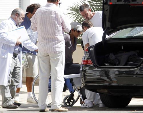 Производственная травма: Холли Берри с переломом - фото №2