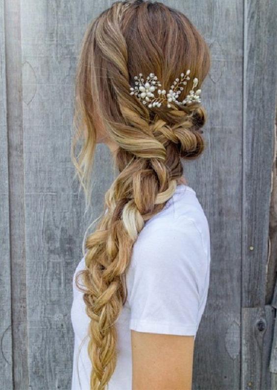 Самые красивые прически на выпускной вечер: фото простых причесок для волос любой длины - фото №31