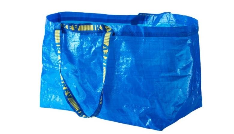 IKEA Big Blue Bag: самая модная сумка сезона