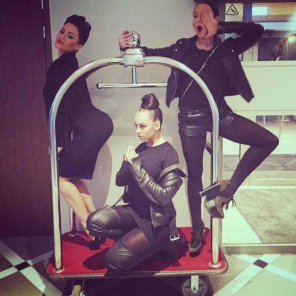 Даша Астафьева и группа Nikita открывают загадочный приватный клуб - фото №2