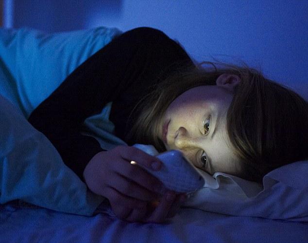 Почему в спальне не должно быть электроники - фото №4
