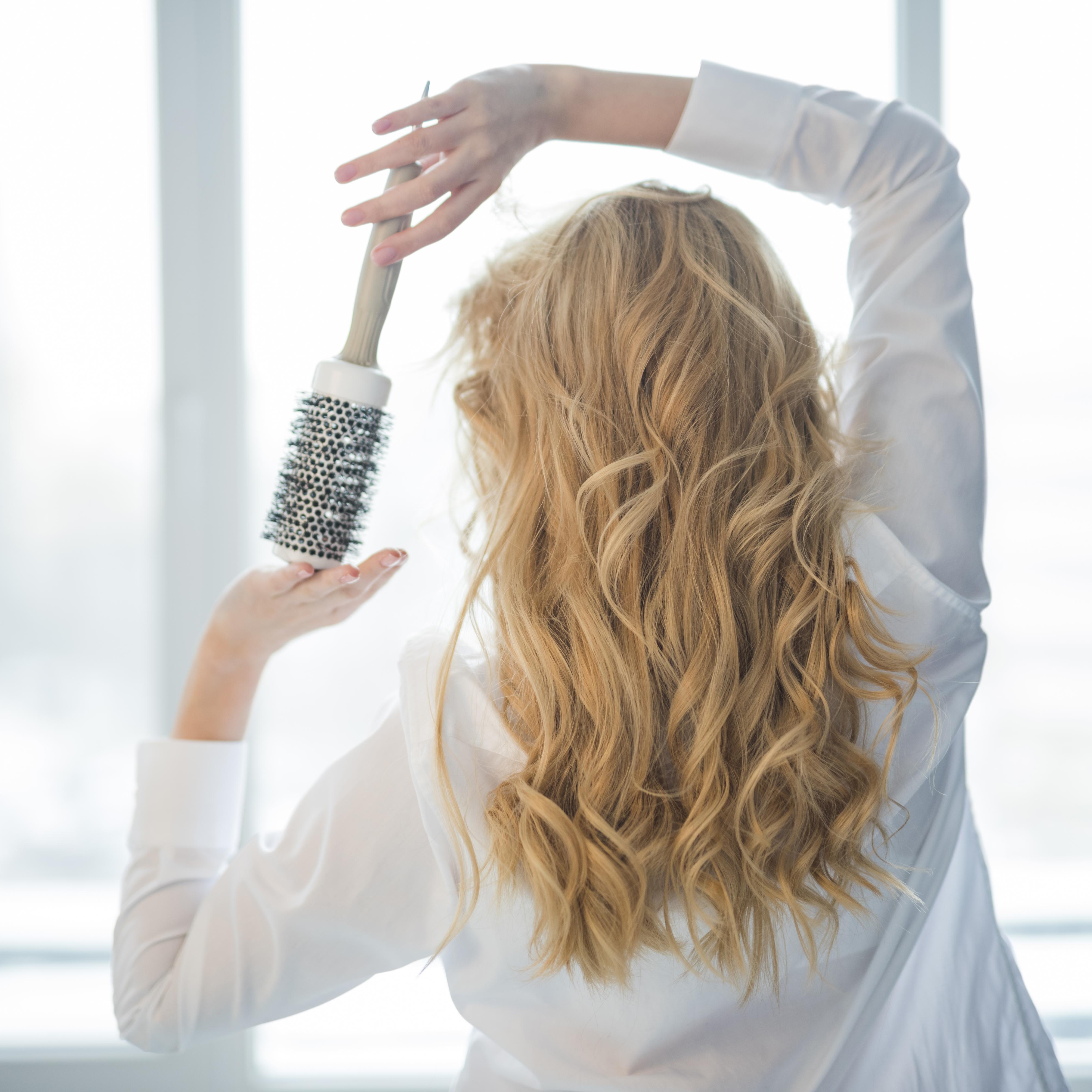 Причины сильного выпадения волос у молодых девушек