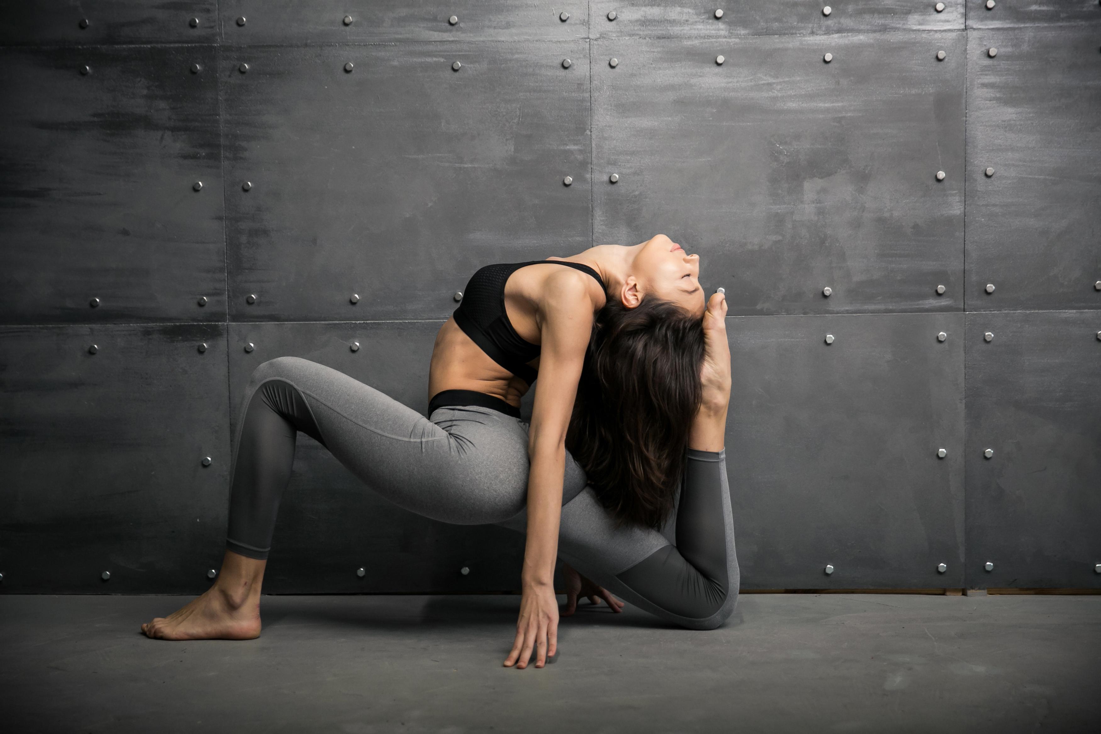 Йога без травм: как уберечь колени