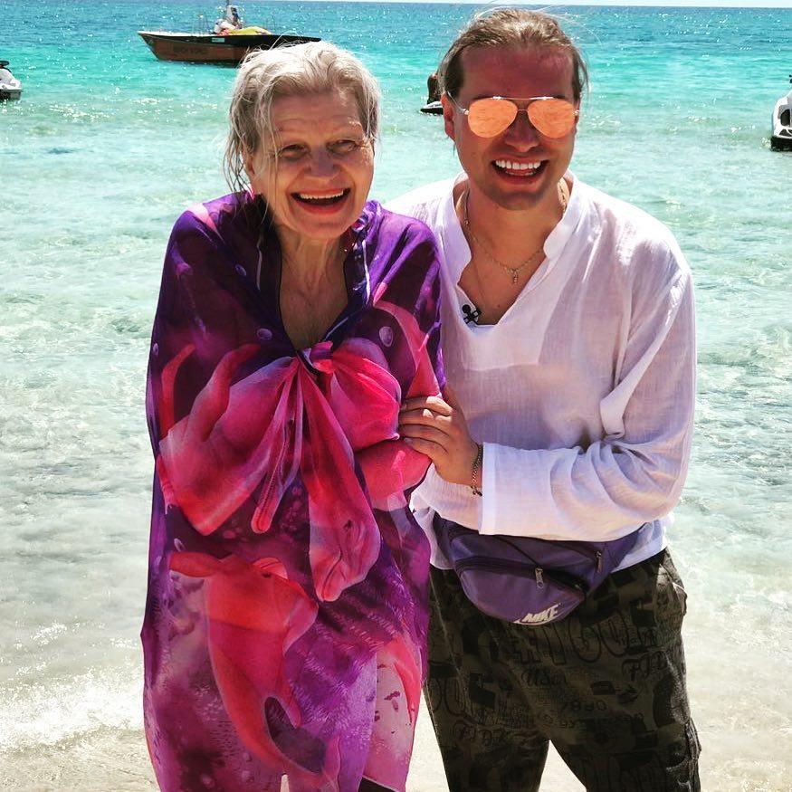 Известный шоумен Гоген Солнцев показал 63-летнюю жену после пластическ