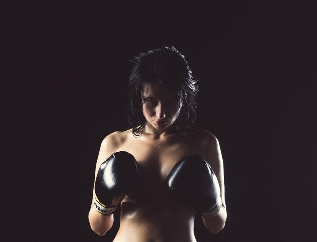 Десять проблем девушек с большой грудью
