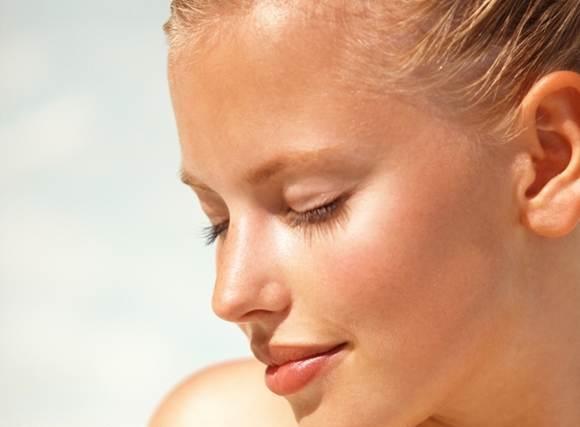 Как сделать стойкий макияж для пляжа? - фото №1
