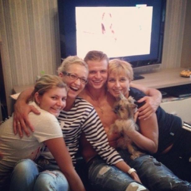 Ольга Бузовова и Дмитрий Тарасов с семьей