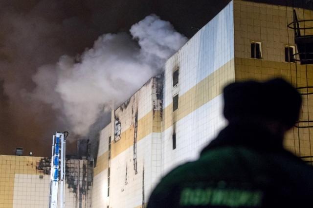 В Кемерово при пожаре погибли 56 человек: общее количество пострадавших растет с каждым часом - фото №1