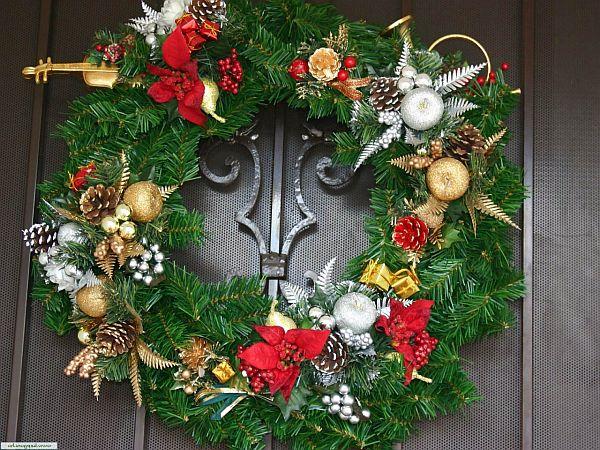 Как преобразить жилище: украшаем дверь к Новому году - фото №1