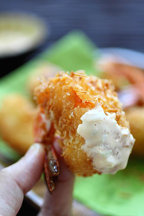 Кухня fusion: креветки в темпуре из кокосовой стружки - фото №1