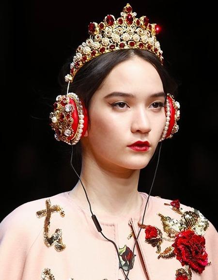 Королева новогодней ночи: как носить тиару