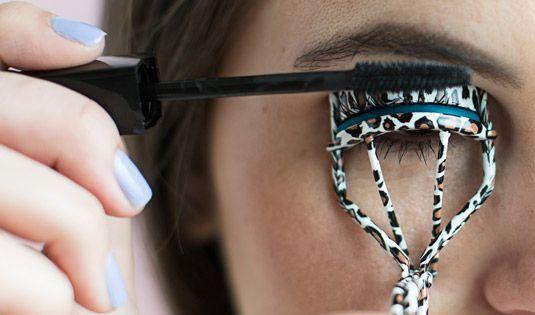 Как сделать глаза визуально больше с помощью макияжа - фото №6