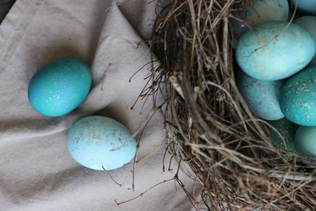 Пасха: как покрасить яйца капустой в небесный цвет своими руками - фото №4