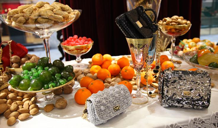 Рождественские аксессуары от Dolce&Gabbana - фото №2