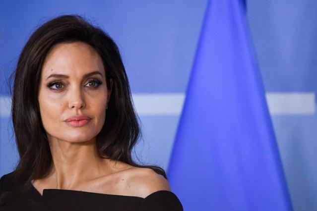 Астролог объяснил причину неудач Анджелины Джоли - фото №2