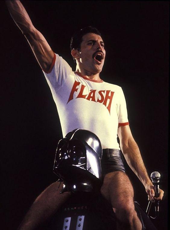 Гитарист Queen рассказал шокирующие подробности смертельной болезни Фредди Меркьюри - фото №1