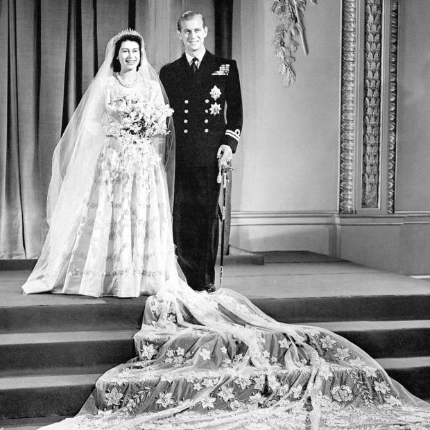 Эволюция стиля королевы Елизаветы II свадебное платье