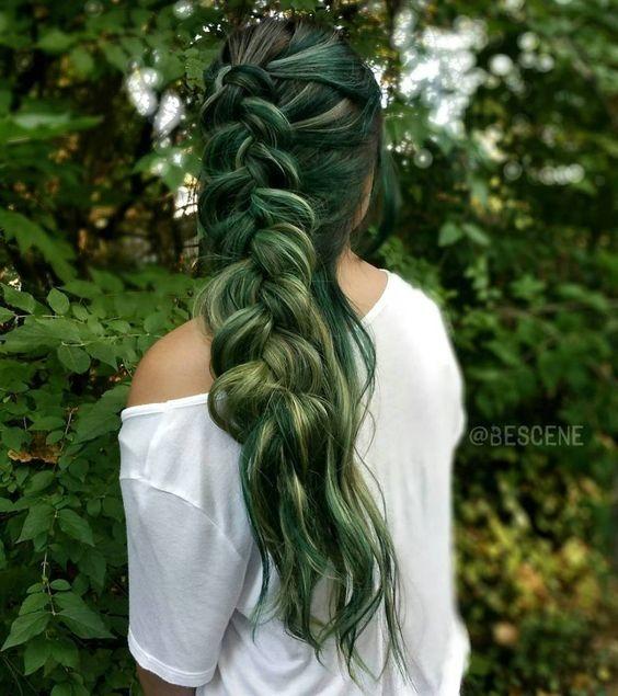 Как стать русалкой или красим волосы в главный цвет 2017 года - фото №1