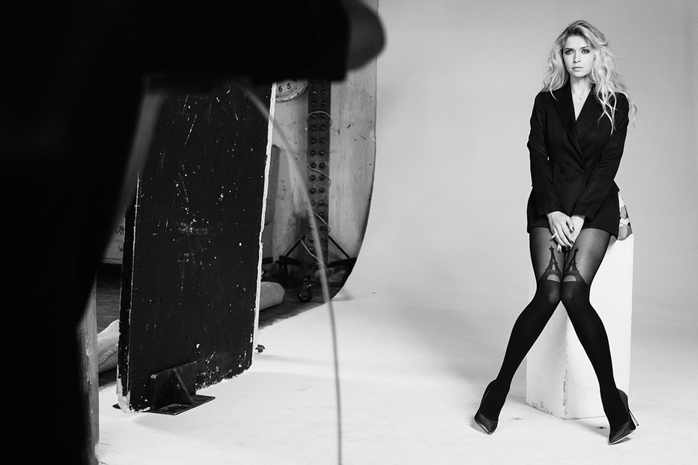 Вера Брежнева стала лицом итальянского бренда: рекламная фотосессия топлес - фото №4