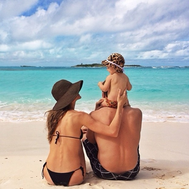 Жизель Бундхен показала фото с отдыха с семьей - фото №1