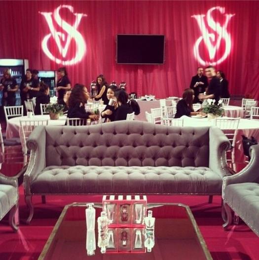 Шоу Victoria`s Secret 2013: подиум, бэкстейдж и красная дорожка - фото №20
