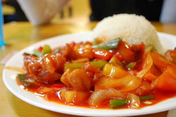 Китайский кисло-сладкий соус: как приготовить популярную добавку к мясу - фото №3
