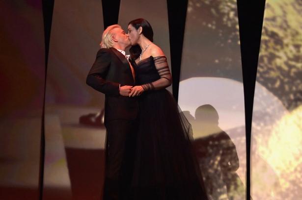 моника беллуччи поцевала партнера по сцене