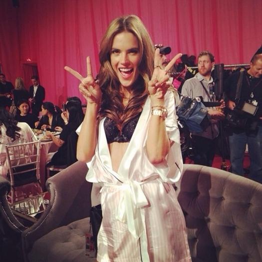 Шоу Victoria`s Secret 2013: подиум, бэкстейдж и красная дорожка - фото №31