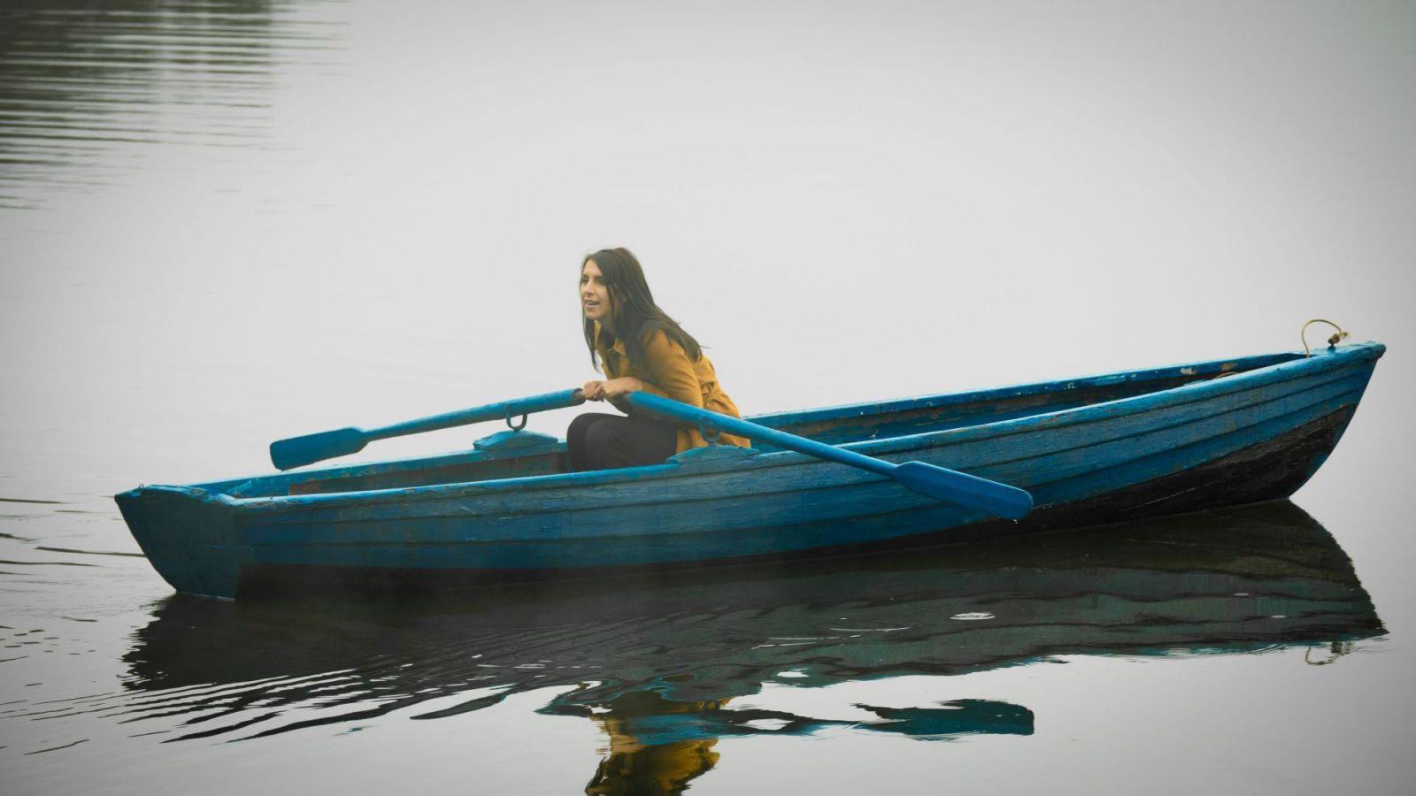 Новый мистический клип Джамалы «Иные»: для съемок видео певица сама переплыла озеро 10 раз - фото №2