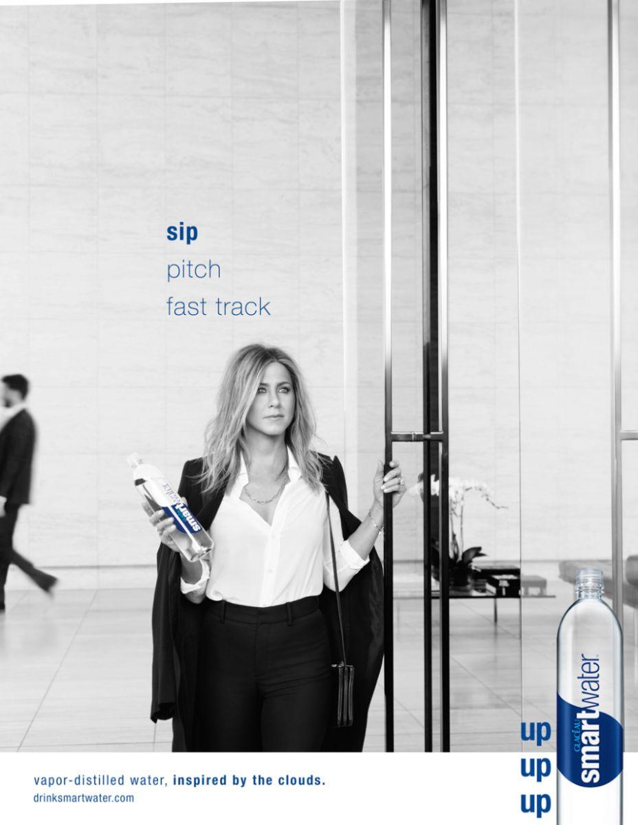 Как звезды снимаются в рекламе: Сара Джессика Паркер, Дженифер Энистон и Джонни Депп в промо июня - фото №3