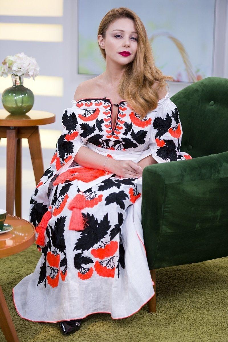 Тина Кароль в вышиванке Yuliya Magdych