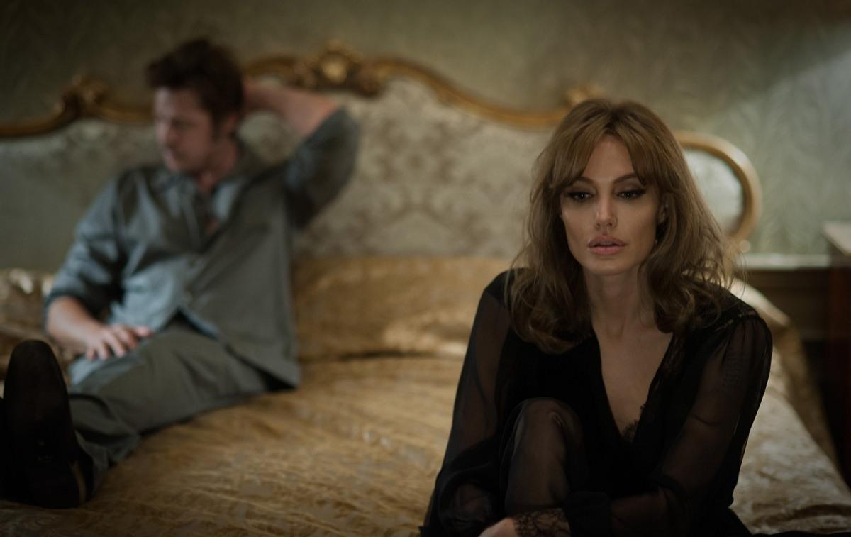 Что посмотреть в декабре фанаткам кино: Джоли-Питт, шпионы Тома Хэнкса и Звездные войны - фото №3