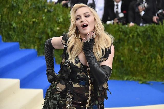 """Шэрон Стоун ответила Мадонне на обвинение в заурядности и бесталанности: """"Я себя такой же и чувствовала"""" - фото №1"""