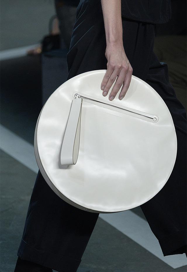 Street style: круглая сумка