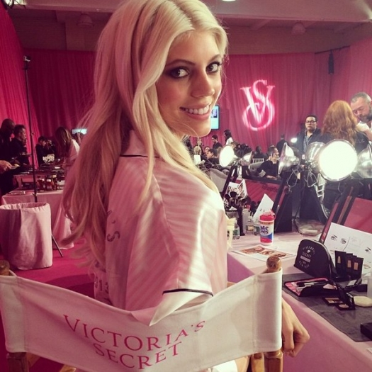 Шоу Victoria`s Secret 2013: подиум, бэкстейдж и красная дорожка - фото №30
