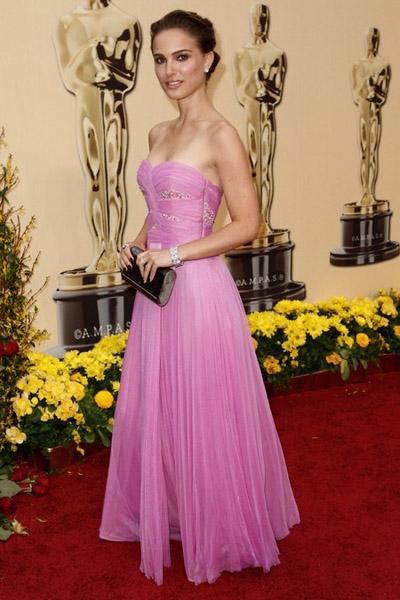 Вспомнить все: лучшие прически с красной дорожки «Оскар» за последние 10 лет - фото №11