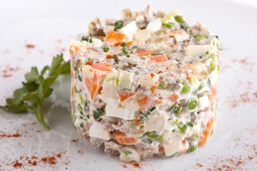 Новогодние рецепты 2014: салат оливье - фото №1