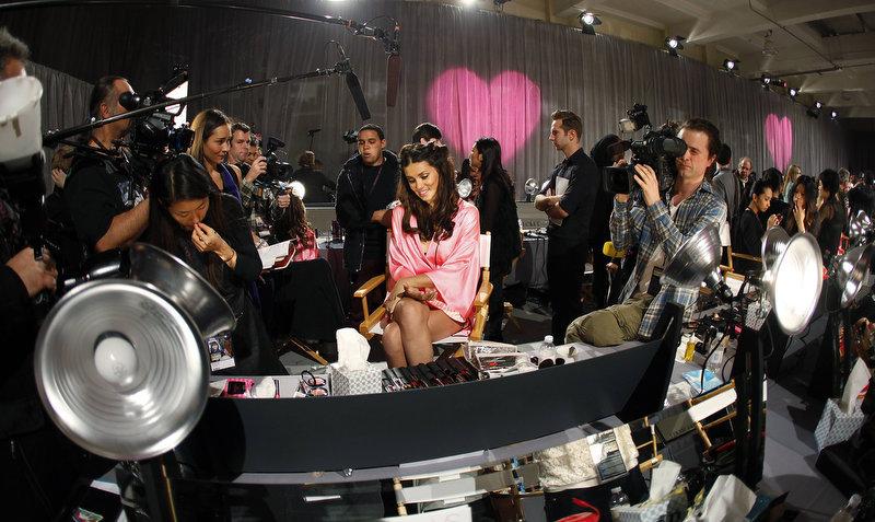 Состоялось модное шоу Victoria`s Secret 2012 - фото №33