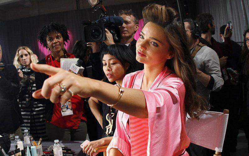 Состоялось модное шоу Victoria`s Secret 2012 - фото №30