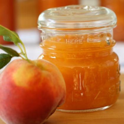 Сезон консерваций: топ 5 рецептов консервирования персиков - фото №1