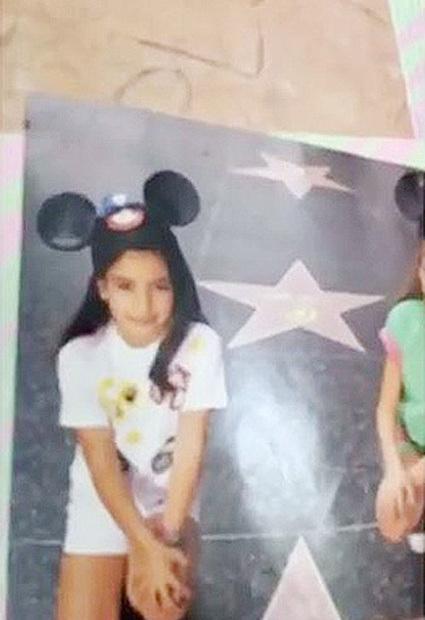 Ким Кардашьян показала архивные кадры своей детской фотосессии - фото №1